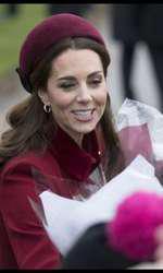 Și în ziua de Crăciun, Kate a ales să-și accesorizase ținuta tot cu o bentiță.