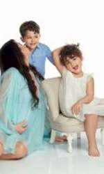 Elena Băsescu, Sofia Anais (6) și Traian Jr (4) pentru VIVA!, pe vremea când era însărcinată