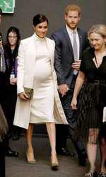 """La reprezentația de gală """"The Wider Earth"""", în rochie Calvin Klein."""
