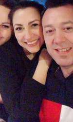 Andra, alături de fratele său și soția acestuia