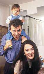 Așa arăta Anca Turcașiu la 29 de ani. Aici, într-o ședință foto pentru VIVA! din anul 2000, alături de soțul și fiul său
