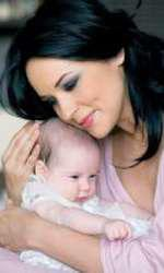 Andreea Marin, prima imagine cu Violeta, în VIVA!, aprilie 2008