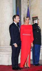 Prima Doamnă a Franței pare să fi apelat la beneficiile chirurgiei estetice.
