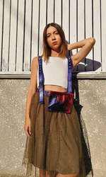 Maria, fiica Emiliei Popescu. creează haine
