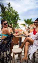 Corina Caragea și sora ei petrec mult timp împreună