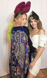 Delia și sora ei, Oana
