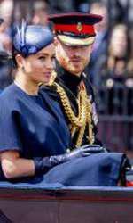 Prezentă la Trooping the Colour, Ducesa de sussex a purtat o rochie Givenchy, de culoare bleumarin, care îi ascundea formele.