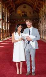 La două zile după ce Meghan a născut, cei doi Duci de Sussex și-au prezentat bebelușul. Atunci, Meghan nu și-a ascuns burtica, încă proeminentă după naștere.