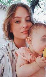 Oana Cosânzeana are o fetiţă de un an şi jumătate, Jessie