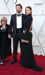 Bradley Cooper, Irina Shayk și mama actorului, pe 24 februarie 2019, la Premiile Oscar.