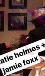 Katie Holmes și Jamie Foxx, surprinși de paparazzi, la una dintre primele lor întâlniri romantice.
