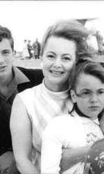 Olivia de Havilland, alături de copiii ei, Benjamin Briggs Goodrich și Gisele Galante.