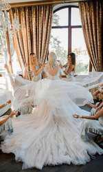 Andreea Bălan și domnișoarele de onoare
