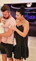 Gabriela Cristea şi Tavi Clonda şi-au botezat azi fetiţa
