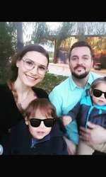 Ioana Picoș și Mihai Făgădaru împreună cu cei doi copii