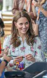 Kate Middleton a purtat cercei de 9 dolari la o rochie de 2.700 de dolari.