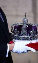 Anul acesta, Regina Marii Britanii nu a mai purtat coroana... din cauza greutății pietrelor prețioase!