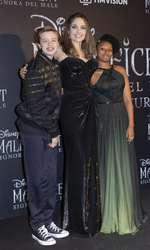 Angelina Jolie, alături de Shiloh şi Zahara