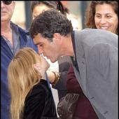Cum arată fiica lui AntonioBanderas și a Melaniei Griffith. Luna viitoare împlinește 21 de ani și s-a transformat într-o femeie superbă