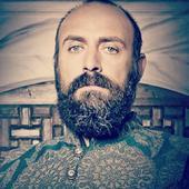 """Halit Ergenc, celebrul actor din """"Suleyman Magnificul"""", vorbește deschis pentru prima dată despre experiența lui de tătic. Ce spune despre fiul lui"""