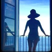 Catherine Zeta Jones in costum de baie