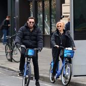 Hugh Jackman si sotia lui, pe biciclete