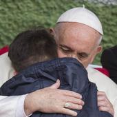 Reacția emoționantă a Papei Francisc la întrebarea dificilă primită de la un copil, în lacrimi. Aceste imagini au făcut înconjurul lumii