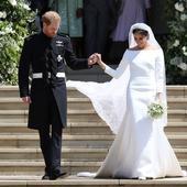Meghan Markle a avut o cădere nervoasă înainte să îmbrace rochia de mireasă. Doar Kate Middleton a reușit să o calmeze