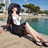 Andreea Marin in costum de baie