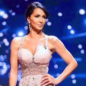 """Imagini spectaculoase cu Mihaela Răduleascu, în costum de baie. Nu ai mai văzut-o niciodată așa: """"Ești mai sexi și mai frumoasa ca o puștoaică""""..."""