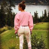 posteriorul ei arata la fel de bine ca oricand