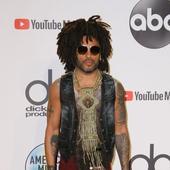 Lenny Kravitz nu s-a indepartat de stilul sau, fiind nonconformist ca de obicei