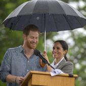 Meghan ii tine umbrela sotului ei