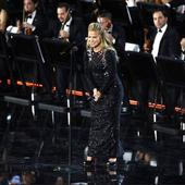 Anastacia a imbracat o rochie de gala