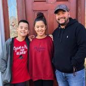 Hannah si Collin locuiesc cu tatal lor, Jon Gosselin