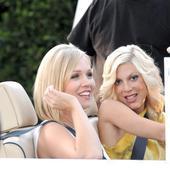 Cum arată acum blondele din Beverly Hills, 90210! Eroinele s-au reîntâlnit după aproape 30 de ani de la lansarea serialului