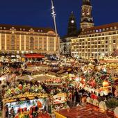 Și la Budapesta se organizează târguri de Crăciun. Destinația e una ideală pentru gurmanzi. La cele peste 150 de standuri instalate în capitala Ungariei se pot comanda porții de gulaș servite în pâine și alte specialități locale.