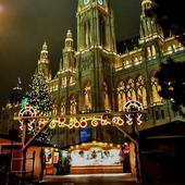 Și primele în top sunt târgurile de Crăciun din Viena, cu siguranță cele mai frumoase din Europa, dacă nu chiar din lume! În această perioadă, Viena arată exact ca orașul lui Moș Crăciun!