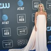 Lady Gaga a venit intr-o rochie vaporoasa, alba