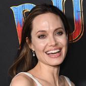 Vivienne, fetița cea mica a Angelinei Jolie, se transformă și ea într-un băiețel. Cum a apărut pe covorul roșu