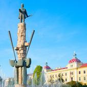 Cluj-Napoca. Statuia lui Avram Iancu și Catedrala Ortodoxă