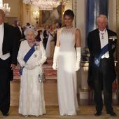 tinutele alese pentru banchetul de la Palatul Buckingham