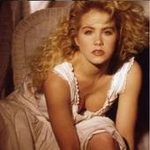 Christina Applegate e nascuta in 25 noiembrie 1971