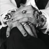 de multi ani isi poarta unghiile date cu oja