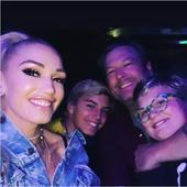 Gwen, Blake si doi dintre baietii cantaretei