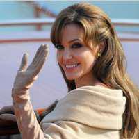 Nu degeaba a fost considerată ani la rând ce mai frumoasă femeie din lume! Iată cum arăta Angelina Jolie la 16 ani!