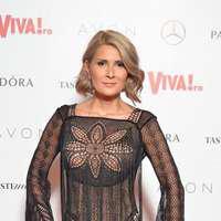 Cum își comentează Sandra Stoicescu propriile apariții de la petrecerile Viva