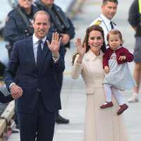 Prinţul William, Kate şi cei doi copii – Fotografie de familie în grădinile Palatului Kensington