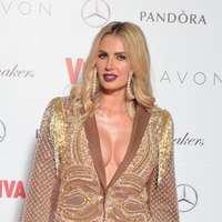 Andreea Bănică comentează propriile ținute de la petrecerile Viva!