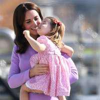 Cum se asortează Kate Middleton şi micuţa Charlotte – Vezi cele mai frumoase apariţii mamă-fiică!
